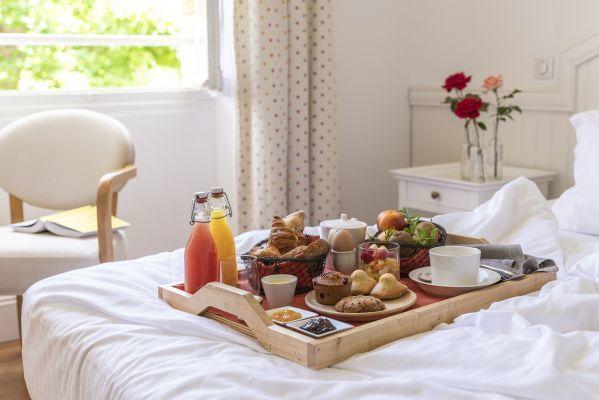 Petit-déjeuner en chambre à La Bastide